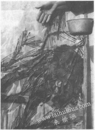 水墨画技法之脱胶法(绘制《松石图》时运用脱胶法的过程)03
