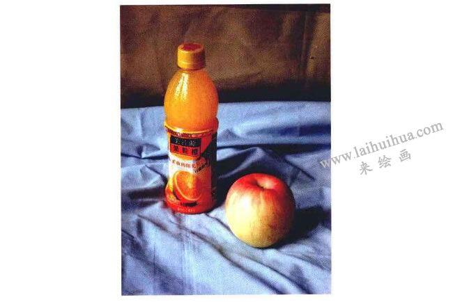 饮料瓶和苹果实物图